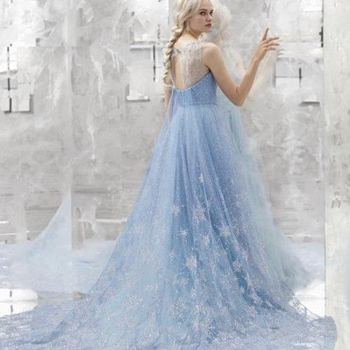 迪士尼推出冰雪奇緣主題婚紗,畫風非常夢幻,每個女孩子做夢都想擁有