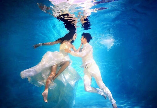 水下婚纱照要怎么拍?